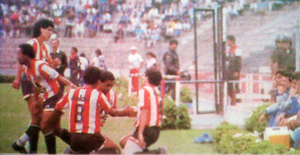 Huaral celebró en Matute el 2-2 ante Cristal, como acá tras el gol de empate de Rey Muñoz. De nada serviría. (Foto: diario El Comercio)