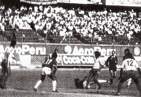 Escenas del partido extra entre Pacífico y Mannucci, que culminó con triunfo carlista por 3-0 y envió a los tumbesinos a la Zonal de 1992 (Foto: diario El Comercio / suplemento Deporte Total)