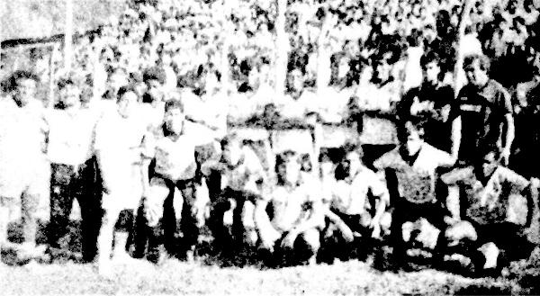 Equipo del Huayllaspanca durante la campaña que lo llevó a ser el mejor equipo de la Región Centro en el primer semestre de 1991 (Recorte: diario La Tercera)