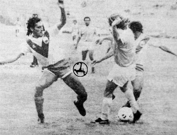 La defensa de Yurimagaus frena un avance de la 'Pepa' Horacio Baldessari (Recorte: diario Expreso)