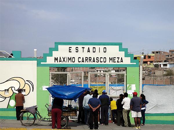 La entrada al estadio de Paucarpata que honra la memoria de Máximo Carrasco (Foto: golazo.de)