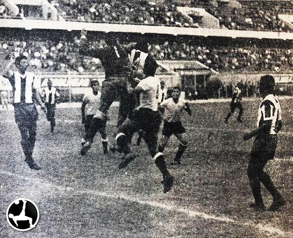 Alianza - Boys en 1965 (Recorte: diario La Crónica)