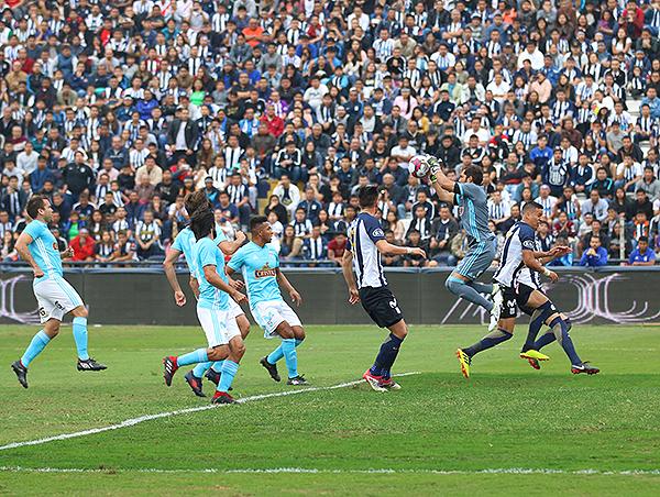 Un Alianza Lima - Cristal, solo con hinchas blanquiazules. (Foto: Pedro Monteverde / DeChalaca.com)