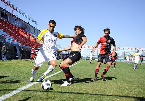 Rosario Central y Newell's Old Boys se fueron a jugar a Sarandí, a puertas cerradas. (Foto: Télam)