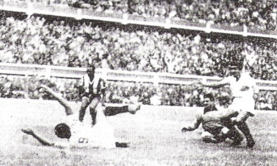 Este gol de la 'U' no sirvió más que para la estadística por ser el más rápido en una final porque el partido lo perdió por 2-1 contra Alianza en 1955  (Recorte: diario La Crónica)