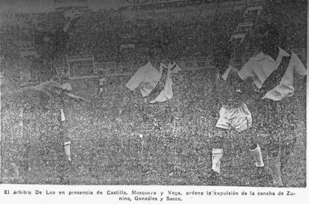 El juez italiano Di Leo expulsa al edil González y al celeste Sacco (Recorte: La Crónica, 31/08/56 tercera edición p. 11)