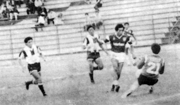 Gol de 'Sampri' Saavedra en el arco de Alianza Atlético en el partido de vuelta en el que los guindas llegaron a los penales para avanzar de ronda (Recorte: diario La Crónica)