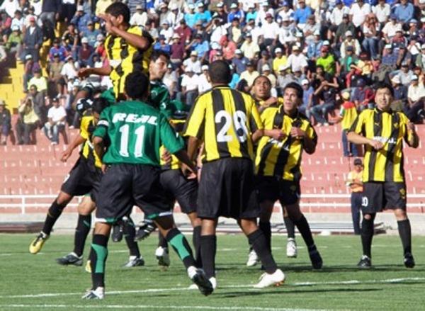 En los últimos años, Aurora ha recuperado el rol protagónico en Arequipa. Por ello, resulta habitual verlo en las instancias finales de la Copa Perú (Foto: Iván Carpio / DeChalaca.com)