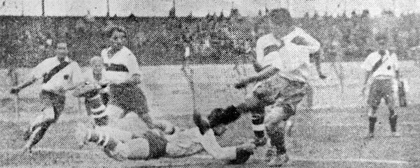 Si Municipal no pasó del empate sin goles ante White Star fue por las lúcidas intervenciones de Carlos Ganoza (Recorte: diario La Crónica)