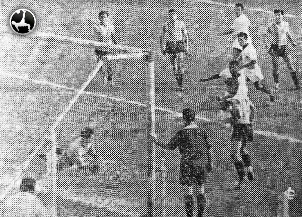 Carlos Concha aseguró el título de la Segunda División 1953. (Recorte: diario La Crónica)