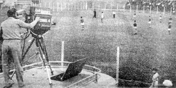 Una de las cámaras que llevó adelante la transmisión del Sucre-Miraflores, ubicada en lo alto de la Unidad Móvil del Canal 4 (Recorte: diario La Crónica)