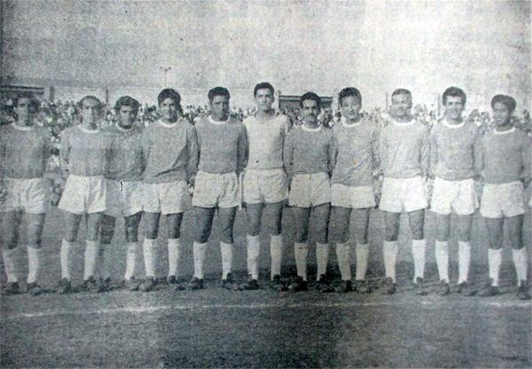 Los once jugadores del Arica que golearon al Juventud Gloria para asegurar el título de la Segunda División (Recorte: diario La Crónica)