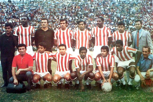 El equipo de Atlético Chalaco que se presentó el día que consiguió el título de la Segunda División en 1972 (Recorte: diario La Crónica)