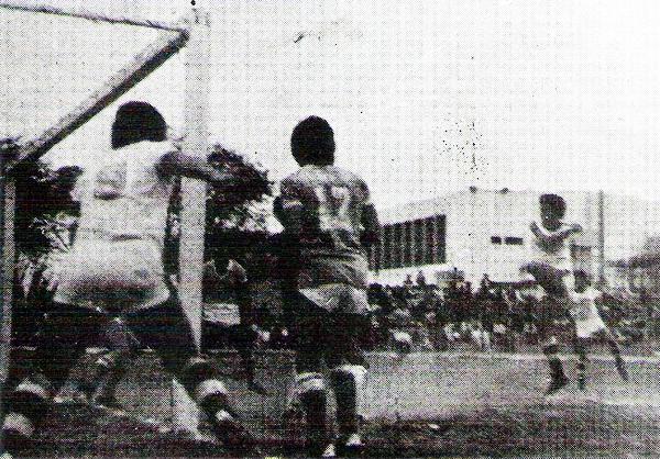 El estadio La Unión también tuvo encuentros del torneo en su cancha, como el que AELU empató 1-1 contra Carlos A. Mannucci (Recorte: revista Flash Deportivo)