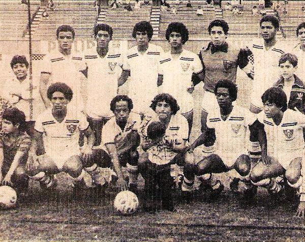 Equipo del Gonzales Prada de Surquillo, ganador de la Segunda experimental en 1983 (Recorte: revista Flash Deportivo)