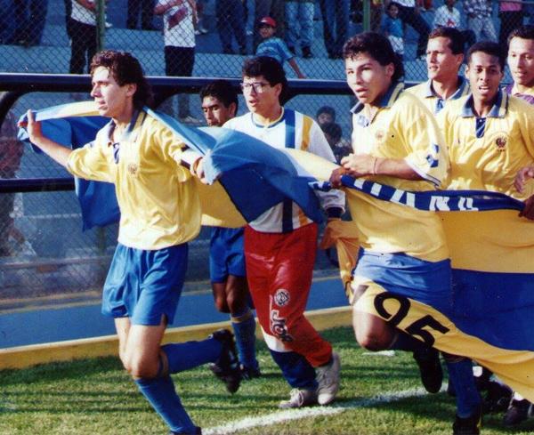 La primera vuelta olímpica de Zúñiga, con Guardia Republicana en 1995 (Foto: Facebook)