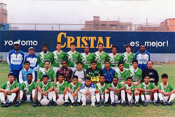 Plantel de Alcides Vigo campeón en la Segunda División 1996. (Foto: Facebook)