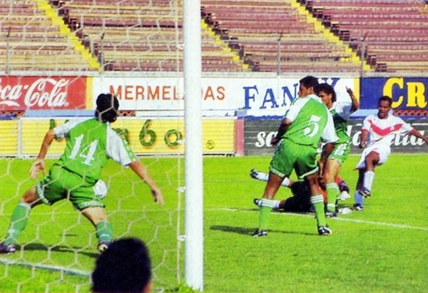 Así se definió la Segunda División de ese año, con el gol de Carlos Correa para Hijos de Yurimaguas (Recorte: revista Don Balón Perú)