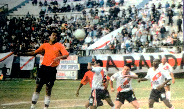 Sport Coopsol, en 2003, se consagró campeón de la Segunda División. Posteriormente vendería la categoría a la Universidad San Martín (Recorte: semanario Al Toque)