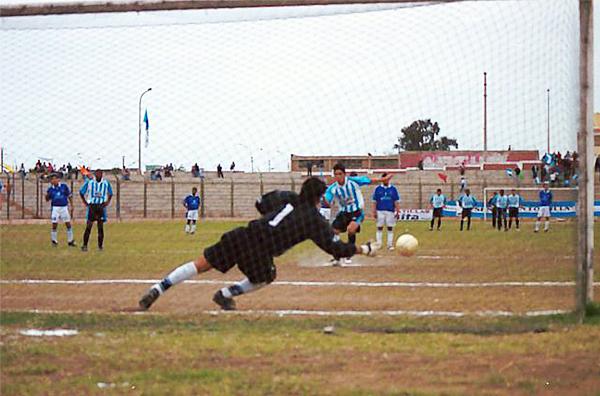 Partido entre el Defensor Villa del Mar y Somos Aduana de la temporada 2003 cuando el Iván Elias Moreno albergaba la Segunda División (Foto: fresno.ulima.edu.pe)
