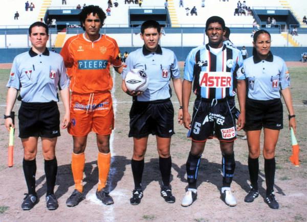 Tuvo solo una temporada en Minero, pero a Wlkin Cavero le bastó para ser su goleador en 2006 (Foto: clubauroramiraflores.es.tl)