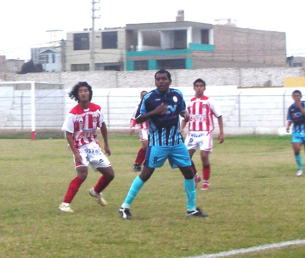 Al 'Pompo' Cordero le duró poco el descenso con Huaral en 2006 ya que la Vallejo le permitió regresar a Primera División como campeón (Foto: Archivo DeChalaca.com)
