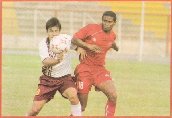 Escena de la última goleada que San Marcos había obtenido en Segunda: otro 3-0, ante Acosvinchos, por el torneo de 2007 (Recorte: semanario La Segunda)