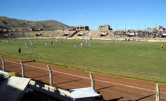 Vista del estadio Enrique Torres Belón de Puno, que no pudo ser usado este año por Ugarte en Segunda División (Foto: skyscrapercity.com)