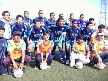 El equipo que logró el ascenso este domingo ante UTC. De pie: Montalbán, Pérez, Rojas, Cordero, Lengua y Guevara. Hincados: Erausquin, Zapata, Andonaire, Caldas y Carbajal (Foto: demediacancha.blogspot.com)
