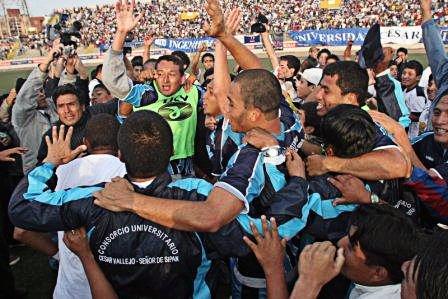 Cuando todo era felicidad en Vallejo: el día en que campeonaron en Segunda y ascendieron a la máxima categoría: Fue en 2007 (Foto: masdeportetrujillo.blogspot.com)