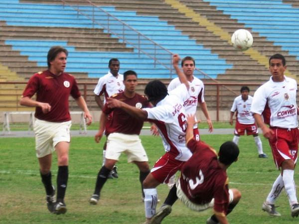 San Marcos, jugando de blanco, hizo respetar la casa y venció con comodidad a América Cochahuayco (Foto: Prensa Segunda División)