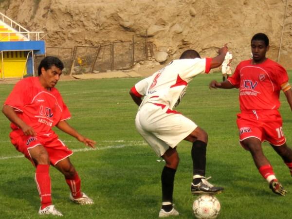 El 'Coyote' Rivera y compalía no pudieron evitar que UTC sacara un valioso empate del Solís García de Chosica (Foto: Prensa Segunda División)