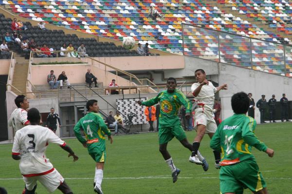 La Peña sacó un importante empate del Monumental que, más bien, complica a América Cochahuayco (Foto: Prensa Segunda División)