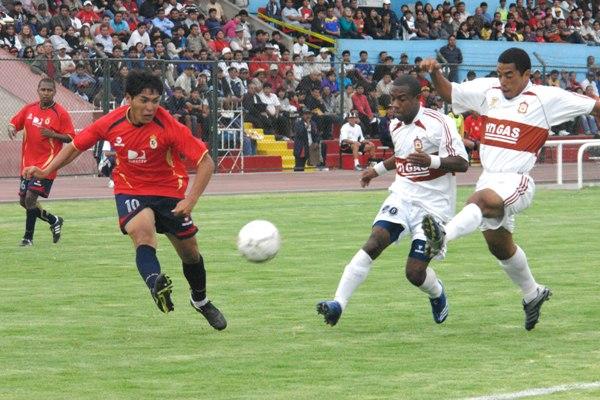 El ascenso desde Segunda de dos clubes provincianos como Total Clean e Inti Gas el año pasado contribuyó a afirmar el nuevo carácter descentralizado de la Segunda División (Foto: Jorge Jiménez Bustamante)