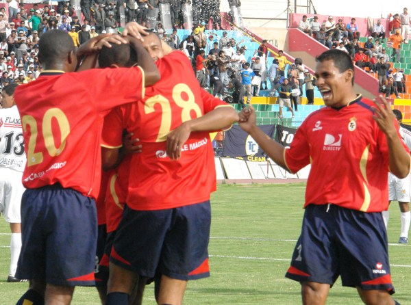 Festejo arequipeño: lograron la apertura del marcador apenas sobre los 5' de iniciado el partido (Foto: Jorge Jiménez Bustamante)
