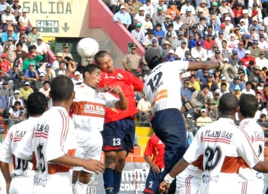 Johnny Soto estuvo en una tarde acertada. El golero visitante cumplió a pesar de los dos goles del Total (Foto: Jorge Jiménez Bustamante)