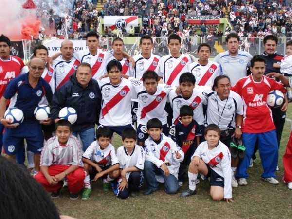Hay una realidad que nadie puede negar: a este equipo de Municipal le falta peso y experiencia (Foto: Wagner Quiroz / DeChalaca.com)