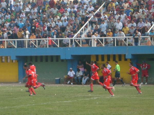 FECHA 3. Un eterno, Darío Muchotrigo, ponía el único gol sobre Torino. Acosvinchos era puntero del campeonato (Foto: Abelardo Delgado / DeChalaca.com)