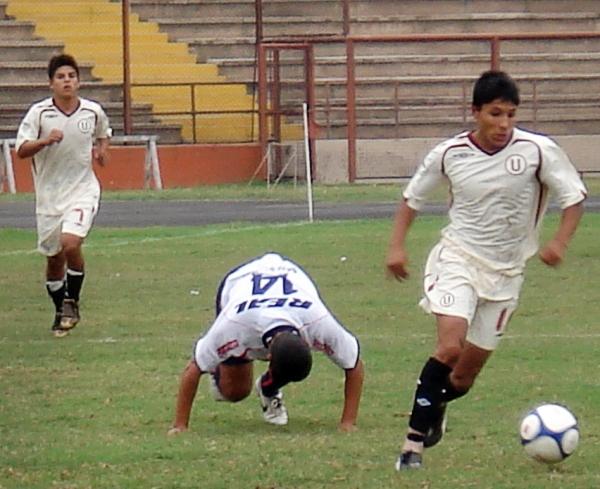 Una imagen de los inicios de Raúl Ruidíaz con el América Cochahuayco, cuando en la Segunda División las defensas se rendian ante sus desbordes (Foto: Wagner Quiroz / DeChalaca.com)