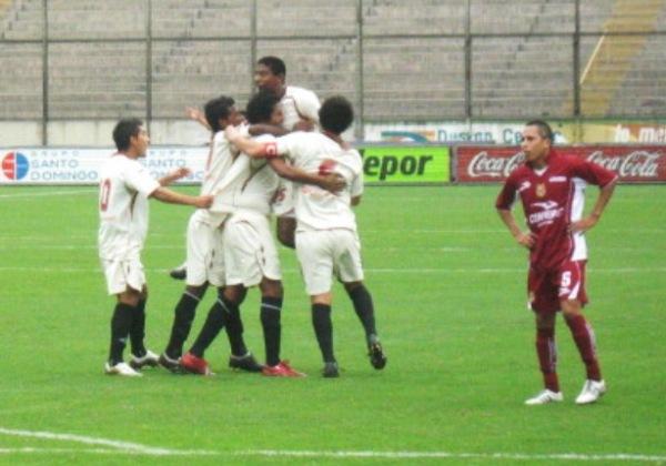 CON DOS CUERPOS DE VENTAJA. Los jugadores de Cochahuayco celebraban el 2-0, sin presagiar que más adelante terminarían derrotados (Foto: Abelardo Delgado / DeChalaca)