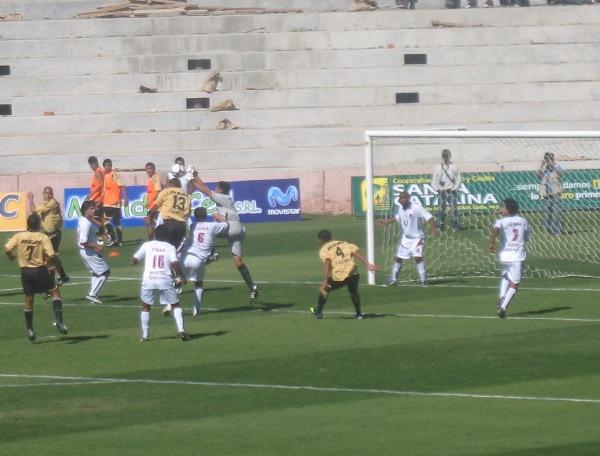 FECHA 7. Cobresol e IDUNSA protagonizaron la gran revancha del choque de la pasada edición en Copa Perú. Los visitantes no se cobraron la revancha (Foto: Roice Zeballos)
