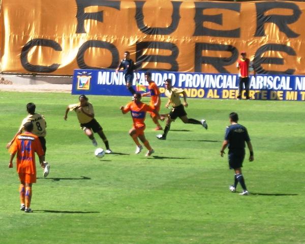 FECHA 12. Johano Bermúdez se estrena con el buzo naranja y sufre la mayor goleada de todo el campeonato: un implacable 6-0 ante Cobresol en Moquegua (Foto: Roice Zeballos)