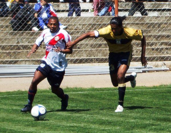 Fue pieza clave en la primera incursión de Cobresol en la Segunda División de 2009. Con el cuadro Dorado consiguió el vicecampeonato. (Foto: Primicia)