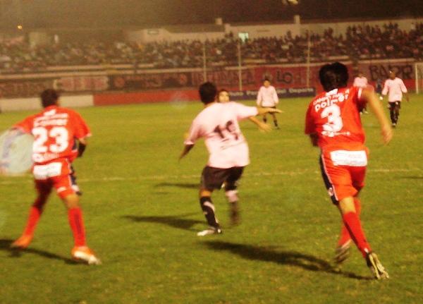 FECHA 13. Con los dientes apretados, el punto en el Callao fue clave para enrumbar la campaña (Foto: Wagner Quiroz / DeChalaca.com)
