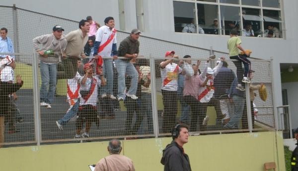 La hinchada de 'Muni' no merece esperar horas para que se juegue un partido por los problemas del club con la televisión (Foto: Abelardo Delgado / DeChalaca.com)