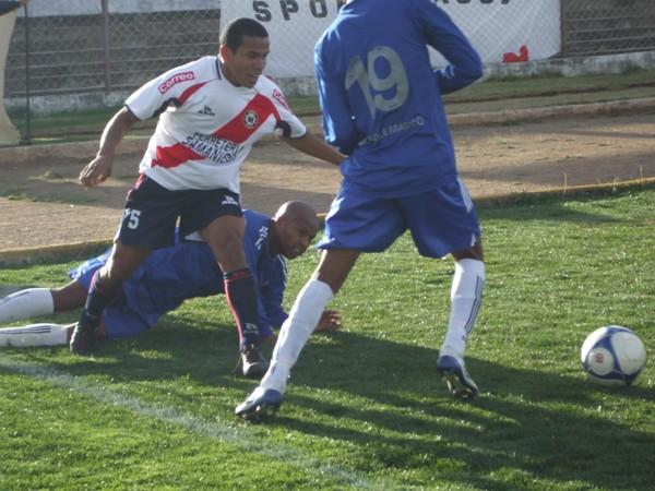 PRECOZ. Carlos Velásquez solo estuvo 11' en el terreno de juego. ¿La razón? Habría que preguntársele a Elmer Castro, nuevo estratega del Sport Águila  (Foto: diario Primicia de Huacanyo)