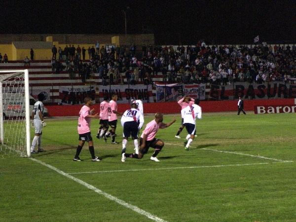 Deportivo Municipal y Sport Boys, dos tradicionales equipos que tendrán la posibilidad de convocar a una gran concurrencia en el Intermedio. La imagen corresponde a la Segunda División de 2009 (Foto: Abelardo Delgado / DeChalaca.com)
