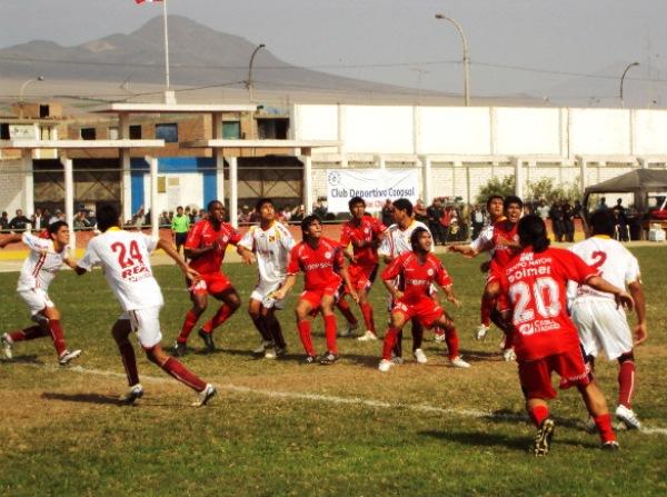 A PROTEGER EL PUNTO. En los minutos finales, los norteños tuvieron que defender el empate con todo, ya que Coopsol se lanzó decididamente al ataque (Foto: Mario Azabache / DeChalaca.com)