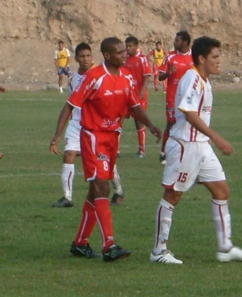 Darío Muchotrigo, a los 38 años, sigue anotando goles, ahora con la camiseta de Acosvinchos (Foto: Abelardo Delgado / DeChalaca.com)