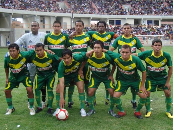 QUIEREN SER DE PRIMERA. Los jugadores de la 'Amenaza Verde' posaron para la foto respectiva antes del encuentro ante Coopsol. (Foto: Segunda Division)